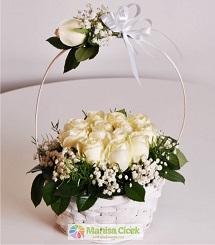 Beyaz Güller çiçek sepeti
